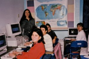 1996 computer classroom with women students
